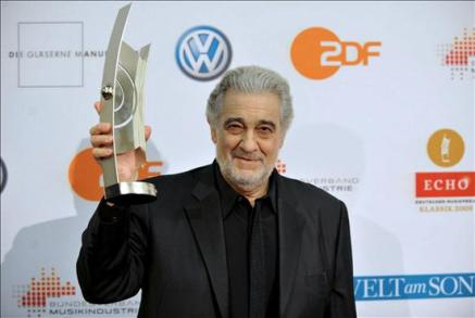 816402948-placido-domingo-premio-echo-opera-dresde-carrera