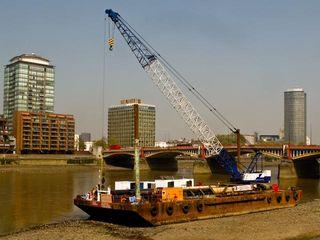 Crane barge