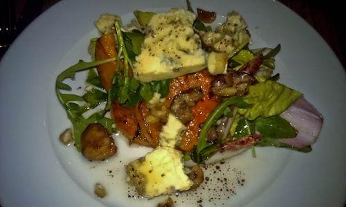 Goats cheese & walnut salad