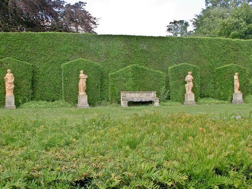 Statue lawn