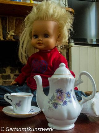 Coffee set & doll