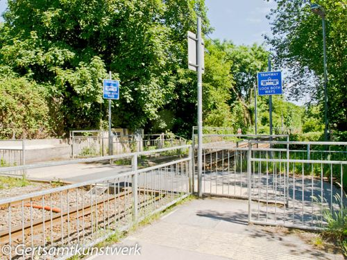 Tram level crossing