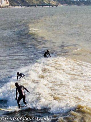 Surfers (2)