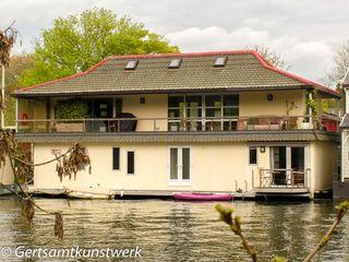 Houseboat (2)