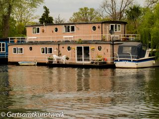 Trellised houseboat
