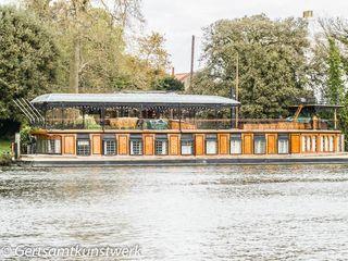 Houseboat (3)
