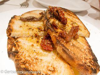 Sundried tomato  toast at Karas
