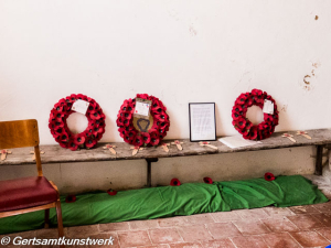 Wreaths of poppies