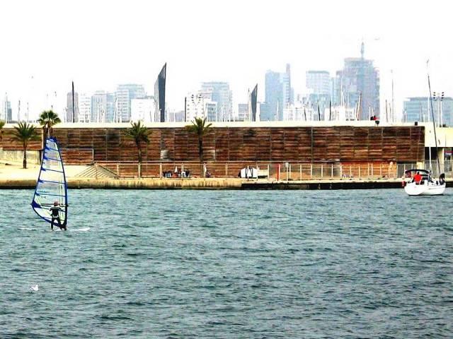 Sea & skyline