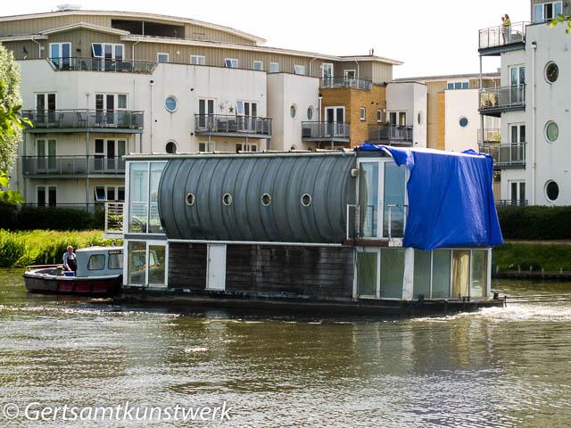 Houseboat journey