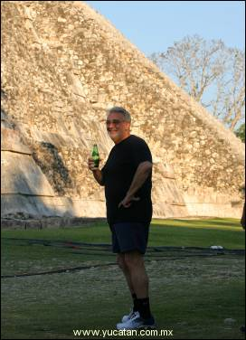 Chilling_out_at_chichen_itza